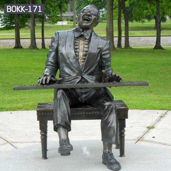 Outdoor garden bronze sculptures of plying music man for sale