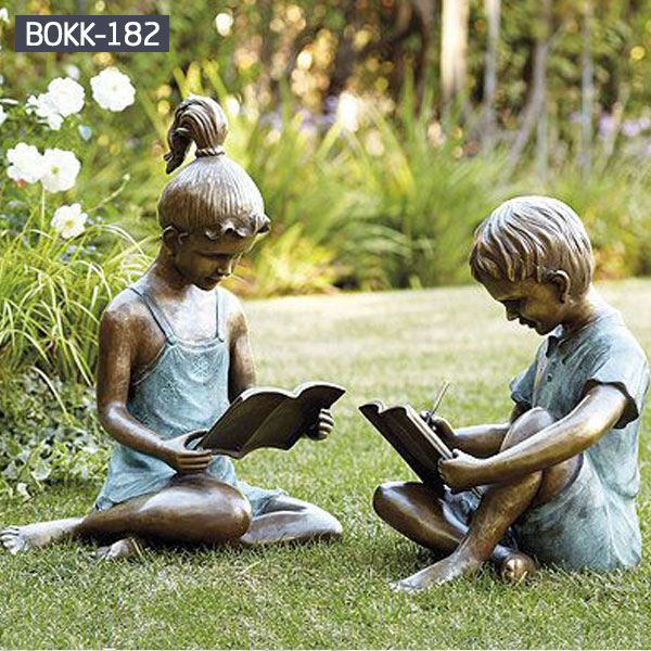 Outdoor garden decor bronze sculptures of boy and girl is reading books for sale