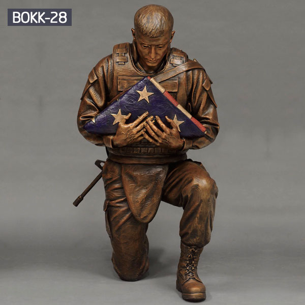 Military bronze flag holder kneeling solider statues for sale