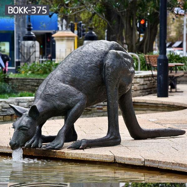Large wildlife bronze outdoor animal sculpture in the side of the poolsLarge wildlife bronze outdoor animal sculpture in the side of the pools
