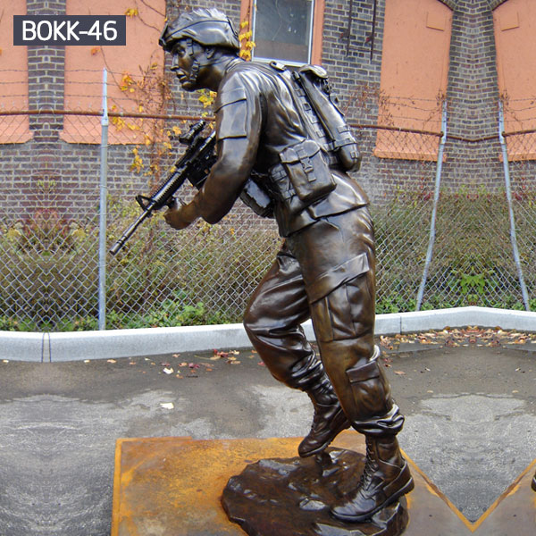 Outdoor life size solider hold gun bronze statues for sale