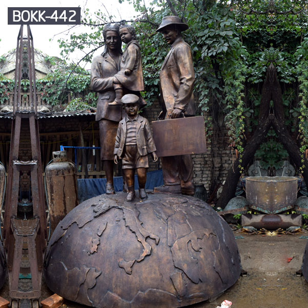 Bespoke design father mother and children standing on the global bronze casting life size statues for sale