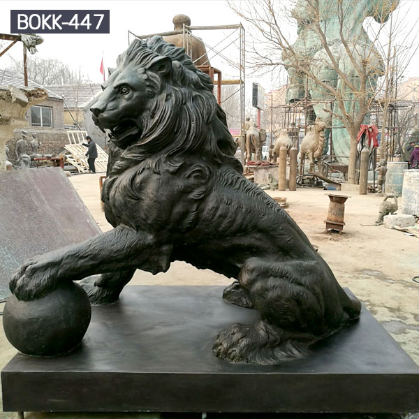 Custom large bronze lion and ball garden statues to buy